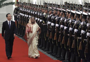 Bangladesh Prime Minister Sheikh Hasina (R) walks with Chinese Premier Wen Jiabao past Chinese honour guard during her official welcoming ceremony in the Great Hall of the People in Beijing