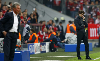Barcelona's coach Vilanova  and Bayern Munich's coach Heynckes watch their players during Champions League semi-final first leg soccer match in Munich
