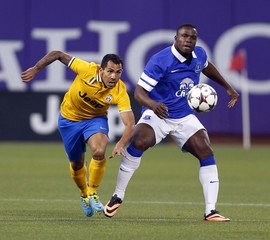 Juventus' Teves and Everton's Anichebe fight for the ball during their Guinness International Champions Cup soccer match in San Francisco
