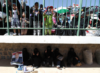 A woman carries a poster of Yemen's Vice President Abd Rabbu Mansour Hadi during an election rally in Sanaa