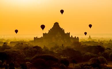Fotobehang Oranje eclat Bagan sunrise