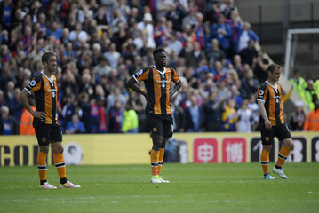 Hull City's Alfred N'Diaye and team mates look dejected after Crystal Palace's third goal