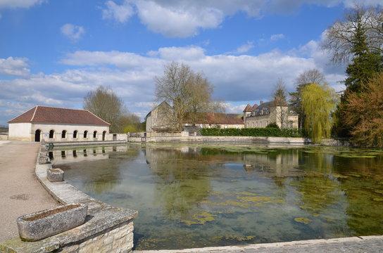 CHÂTEAU ET ÉTANG ARGENTEUIL SUR ARMANCON (bourgogne) FRANCE