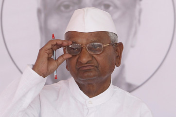 Anti-corruption activist Anna Hazare adjusts his glasses after returning to the stage during his three-day fast at the Bandra-Kurla Complex grounds in Mumbai