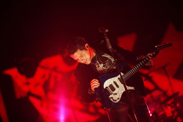 """Spanish singer Alejandro Sanz performs during the first concert of his """"Paraiso Express"""" tour in Cordoba"""