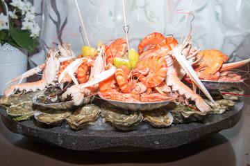Türaufkleber Schalentier plate of seafood in a restaurant