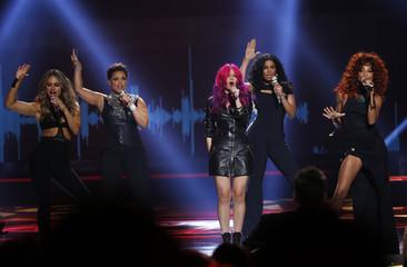Kara DioGuardi, Kimberly Locke, Allison Iraheta, Jordin Sparks and Tamyra Gray perform during the American Idol Grand Finale in Hollywood