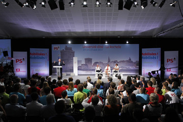 """French PM Ayrault delivers a speech at the end of the Socialist Party's """"Universite d'ete"""" summer meeting in La Rochelle"""