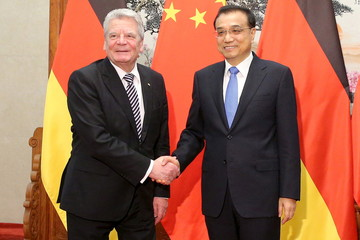 German President Joachim Gauck shakes hands with Chinese Premier Li Keqiang ahead of a meeting at the Great Hall of the People in Beijing