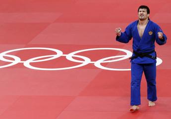 Russia's Tagir Khaibulaev celebrates after defeating Mongolia's Tuvshinbayar Naidan in men's -100kg final judo match at London 2012 Olympic Games