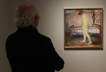 """A visitor looks at the painting """"Weeping Woman"""", from 1907 by Norwegian artist Edvard Munch, presented at an exhibition in Frankfurt"""