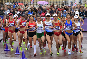 Athletes compete in the women's marathon final at the London 2012 Olympic Games at The Mall