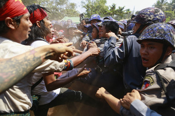 Police clash with student protesters during violence in Letpadan