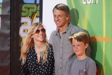Skateboarder Tony Hawk poses with Cathy Goodman and son Keegan at 2014 Nickelodeon Kids' Choice Sports awards in Los Angeles