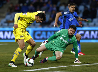 Villarreal's Moreno prepares to score past Getafe's goalkeeper Lopez during their Spanish King's Cup quarterfinal second leg soccer match in Getafe