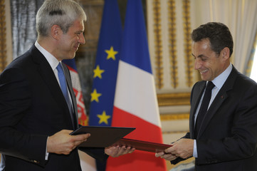 France's President Sarkozy exchange documents with Serbian President Tadic at the Elysee Palace in Paris