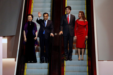 Canada's Prime Minister Justin Trudeau and his wife Sophie Gregoire Trudeau arrive at a dinner with Chinese Premier Li Keqiang and his wife Cheng Hong at the Canadian Museum of History in Gatineau