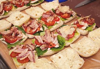 Preparation of fresh sandwiches