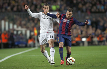 """Barcelona's Alba challenges Real Madrid's Bale during their Spanish first division """"Clasico"""" soccer match at Camp Nou stadium in Barcelona"""