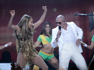 Singers Jennifer Lopez and Pitbull perform at the 2014 Billboard Music Awards in Las Vegas