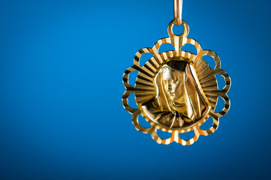 Holy pendant with effigy of Our Lady.