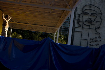 """A statue of Jesus Christ is seen next to an image of revolutionary hero Ernesto """"Che"""" Guevara at a platform that will be used for the mass of Pope Francis, at the Revolution Square in Havana"""