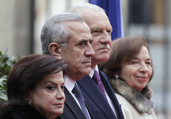 Czech's President Klaus and his wife review the guard of honour with Lebanon's President Sleiman and his wife in Prague