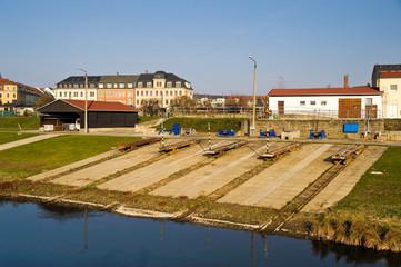 Anlage zum ins Wasser lassen von Booten und Schiffen am Pieschener Hafen, Dresden, Sachsen, Deutschland, ÖffentlicherGrund