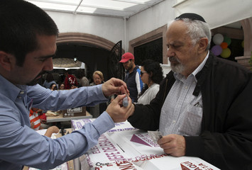 Members of the Jewish community vote in Mexico City