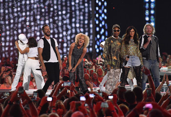 """Little Big Town and Pharrell Williams perform """"One Dance"""" at the 2016 CMT Music Awards in Nashville"""