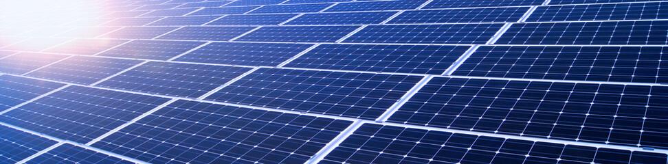 Erneuerbare Energien - Solarmodule im Sonnenschein, Banner