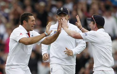 Collingwood congratulates Bresnan for taking the wicket of Watson during the fifth Ashes cricket test in Sydney