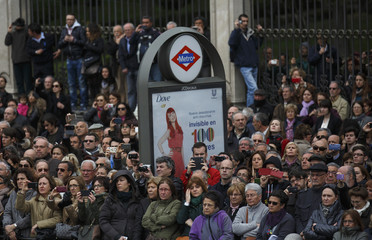 People watch the funeral procession of former Prime Minister Adolfo Suarez in Madrid