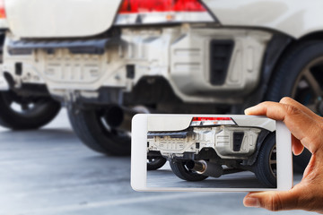 Hand holding smartphone and view photo of car accident
