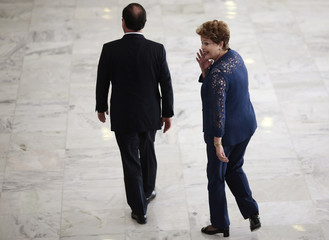 France's President Hollande and Brazil's President Rousseff attend a welcoming ceremony in Brasilia