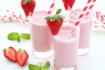 Delicious strawberry smoothie with fresh strawberry in a glass.Selective focus. いちごのスムージー