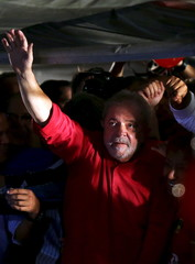 Brazilian President Luiz Inacio Lula da Silva gestures during a protest in support of Brazil's President Dilma Rousseff's appointment of him as her chief of staff, at Paulista avenue in Sao Paulo