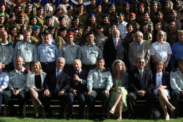 Israel's PM Netanyahu, President Peres, Defence Forces Chief of Staff Ashkenazi and Defence Minister Barak sit for a photo in Jerusalem