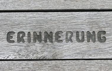 Erinnerung Inschrift auf Holz