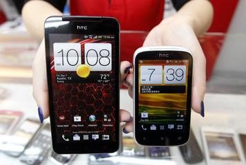 A mockup of a HTC Butterfly and a Desire C are displayed in a mobile phone shop in Taipei