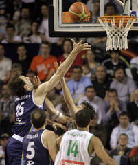 Argentina's Kammerichs goes to the basket against Brazil during the final round FIBA Americas Championship basketball game in Mar del Plata