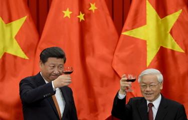 Xi meets Trong in Hanoi