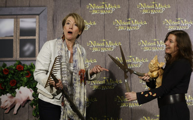 """Actress Thompson poses with director White during a photocall to promote """"Nanny McPhee and the Big Bang"""" in Madrid"""