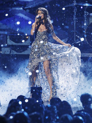 Selena Gomez performs 'A Year Without Rain' at the 2011 People's Choice Awards in Los Angeles