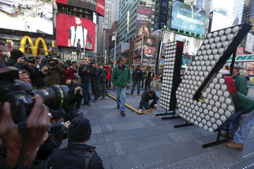 "The New Year's Eve ""16"" numerals arrive in Times Square in New York"