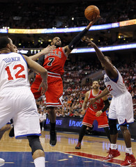 Bulls' Watson shoots between the defense of the 76ers' Brand and Turner during their NBA Eastern Conference quarter-final playoff basketball game in Philadelphia