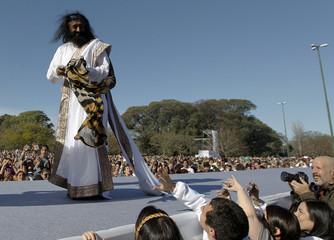 Hindu spiritual leader Sri Sri Ravi Shankar acknowledges his followers before an open-air meditation in BuenosAires