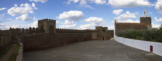 Alandroal castle walls and main church profile