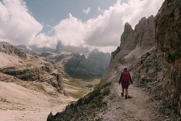 Kletterer auf dem Paternkofel Klettersteig in den Dolomiten, Italien