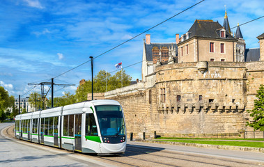 City tram at the Castle of the Dukes of Brittany in Nantes, France Fototapete